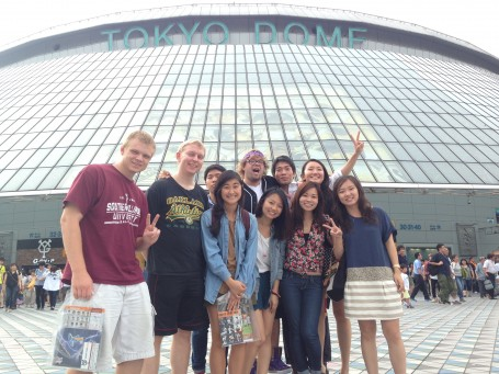 A group picture in front of the Tokyo Dome