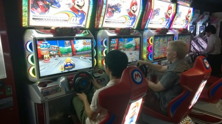 Andy racing Junki (A Meiji student) at Mario Cart