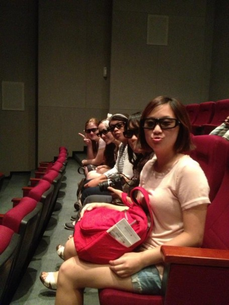 Yuni and other classmates are excited to experience a 4D movie!