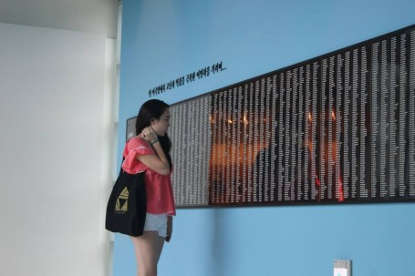 Hanna looking at the Museum's Memorial Wall.