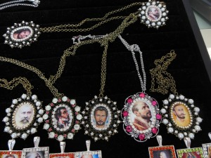Lockets with images of the spirits who who work through the medium John of God.