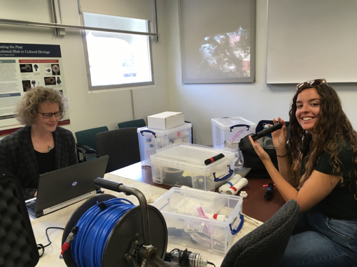 REU student, Sam, in lab with her mentor, Lynn Dodd.